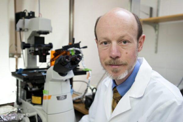 Tim Kamp in his lab